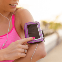 Best-Ways-To-Carry-Your-Phone-While-You-Run