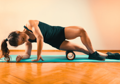 Best-Foam-Rolling-Exercises-and-Stretches-for-Runners-IT-Band-Roll