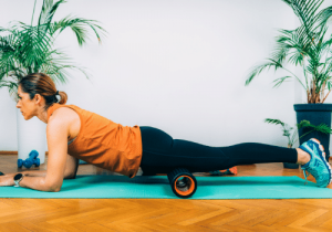 Best-Foam-Rolling-Exercises-and-Stretches-for-Runners-Quad-Roll-one-leg